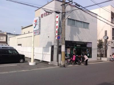 京都銀行西山科支店まで約285m