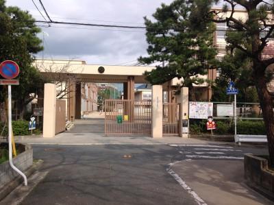 鏡山小学校まで約688m